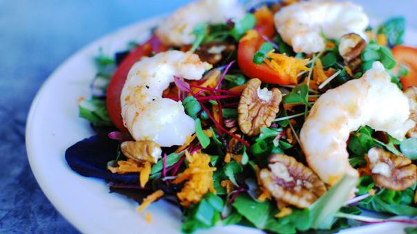 Креветки в салате для лета