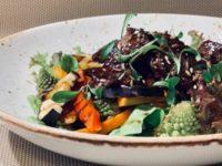 Тёплый салат с говядиной и сезонными овощами 1
